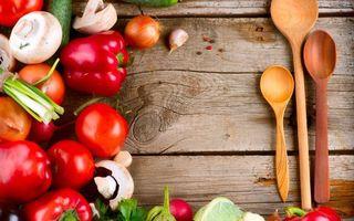 Бесплатные фото дерево,стол,ложки,перец,томат,помидоры,грибы