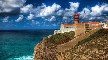 Бесплатные фото маяк,океан,небо,горы,скалы,облака,здание