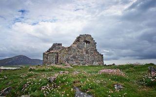 Бесплатные фото небо,тучи,трава,клевер,поле,развалины,руины