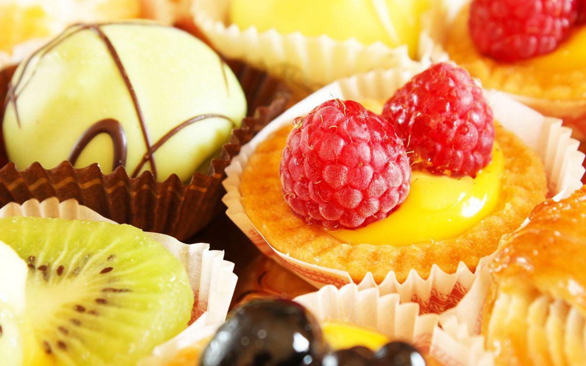 Фото бесплатно пирожные, разные, глазурь, фрукты, ягода, десерт, еда, еда