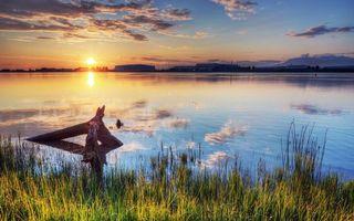 Бесплатные фото закат,солнце,небо,облака,река,берег,дома