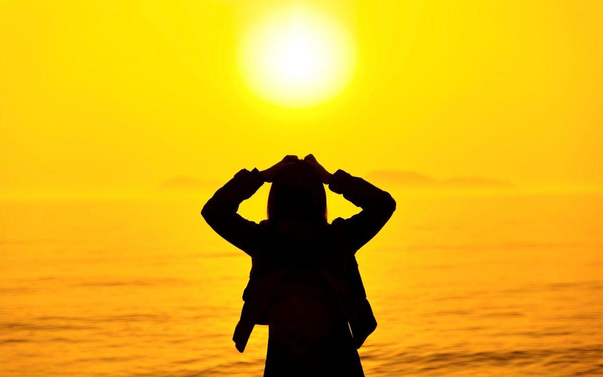 Фото бесплатно берег, море, закат, солнце, силуэт девушки, разное