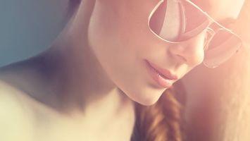 Бесплатные фото девушка,волосы,прическа,очки,фото,свет,лучи