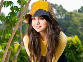 Бесплатные фото девушка,волосы,прическа,шляпа,шапка,деревья,фон