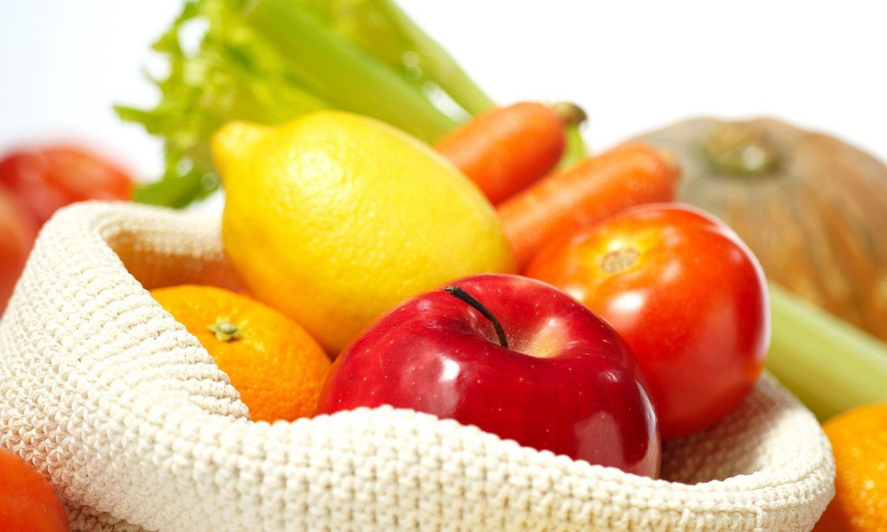 Фото бесплатно фрукты, овощи, витамины, апельсин, лимон, яблоко, помидор, томат, морковка, тыква, салат, листья салата, еда, еда