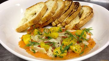 Бесплатные фото хлеб,картошка,зелень,тарелка,соус,перец,еда