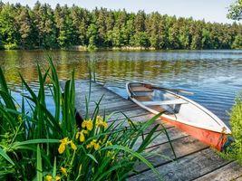 Бесплатные фото река,лодка,мостик,цветы,деревья,пейзаж