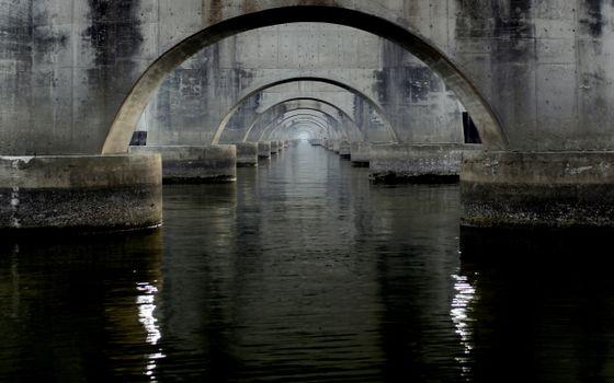 Фото бесплатно река, сваи, арки