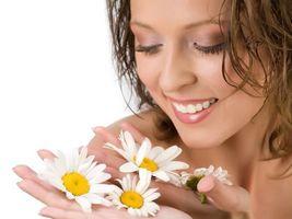 Бесплатные фото девушка,брюнетка,волосы,зубы,нос,глаза,брови