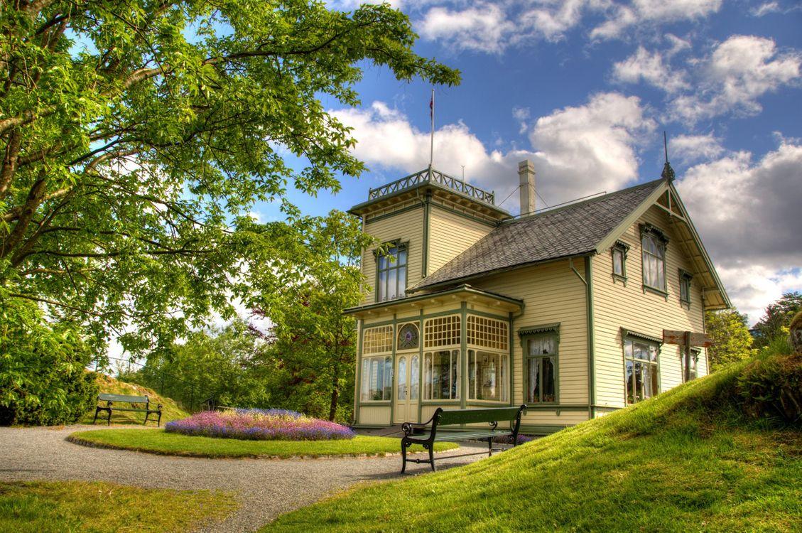 Фото бесплатно дом, загородный, скамейки, газон, лес, природа, природа