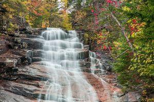 Заставки осень,лес,деревья,водопад,скалы,природа