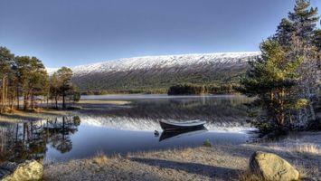 Фото бесплатно река, вода, небо, горы, скалы, отражение, лодка, камни, деревья, природа