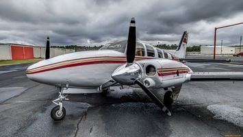 Бесплатные фото самолет,белый,полоска,красная,винт,колеса,крылья