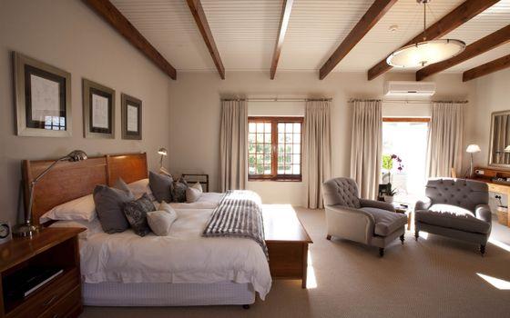 Фото бесплатно кровать, люстра, интерьер