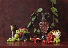 Бесплатные фото виноград,красная смородина,кувшин,бокал,вино,листья,натюрморт