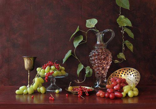 Фото бесплатно виноград, красная смородина, кувшин