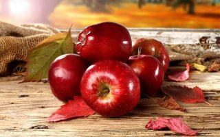 Фото бесплатно фрукты, яблоки, листья, мешок, доски, стол, еда