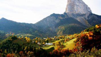 Бесплатные фото горы,скала,лес,деревья,трава,дома,природа