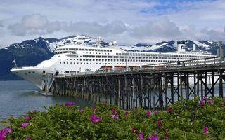 Заставки круизный,лайнер,белый,карабль,море,пристань,горы