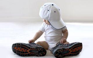 Заставки ребенок,малыш,бейсболка,кроссовки,большие,наряд,разное