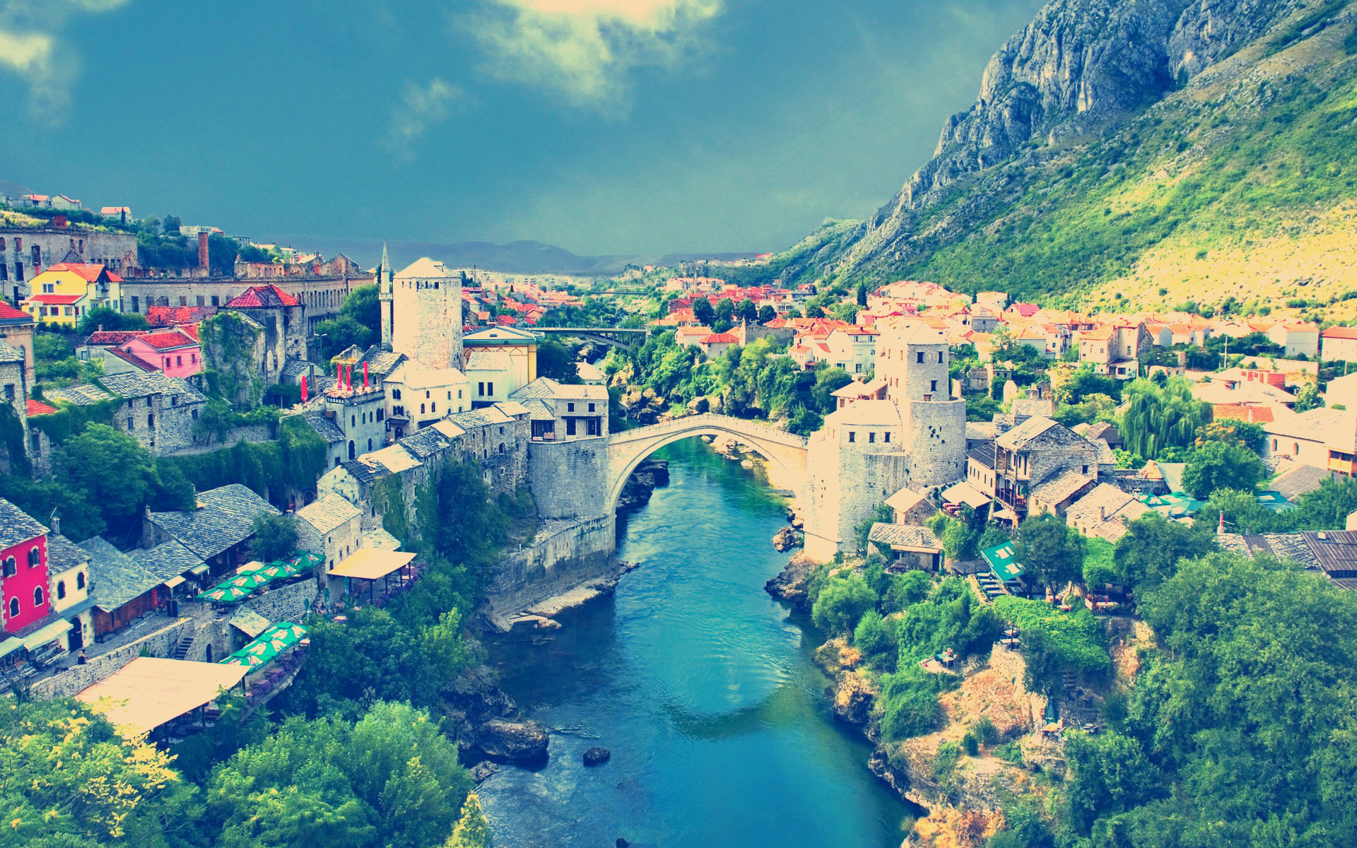 красочный город в горах загрузить