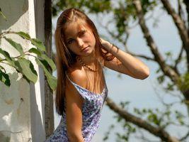 Бесплатные фото волосы,глаза,взгляд,губы,плечи,платье,девушки