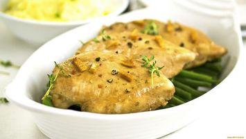 Бесплатные фото зелень,приправы,тарелка,курица,сухари,стол,еда