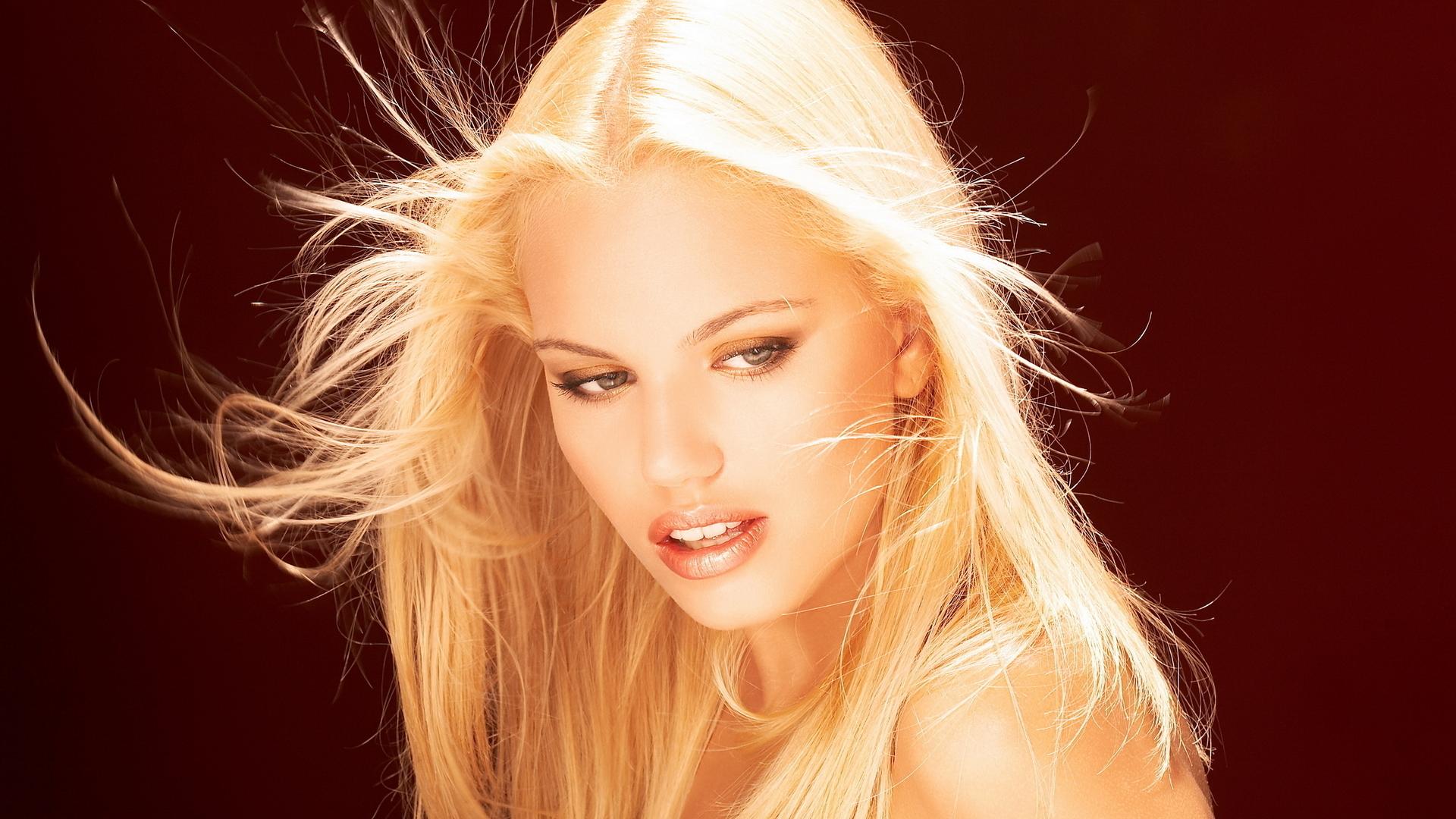Обои картинки фото девушка блондинка