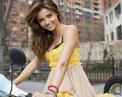 Бесплатные фото miranda kerr,bike,мотоцикл,улыбка,блондинка,outdoor,девушки