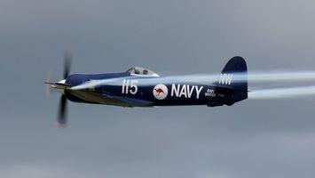 Бесплатные фото самолет,синий,крылья,винт,дым,небо,кабина