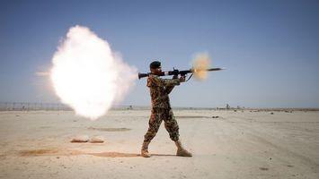 Бесплатные фото солдат, оружие, ракета, дым, форма, небо