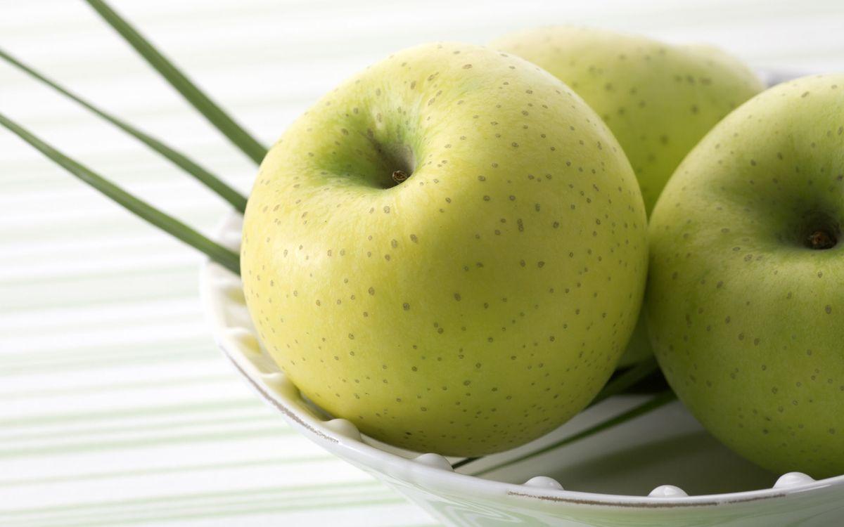 Фото бесплатно яблоки, зеленые, тарелка, белая, вкусно, красиво, еда, еда