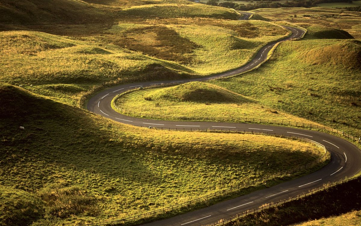Фото бесплатно дорога, загородная, асфальт, полосы, извилистая, поле, трава, природа, природа