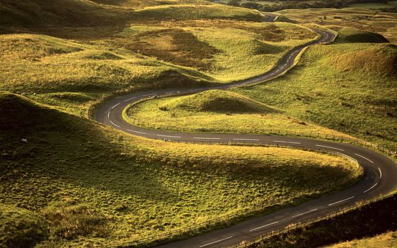 Бесплатные фото дорога,загородная,асфальт,полосы,извилистая,поле,трава,природа