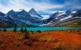 Заставки горы,осень,холмы,снег,озеро,трава,красная