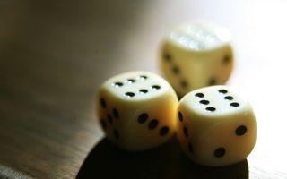 Обои кости, кубики, числа, метки, стол, поверхность, азарт, комбинация, игры