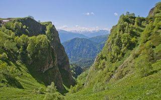 Бесплатные фото небо,голубое,облака,трава,зелень,горы,скалы
