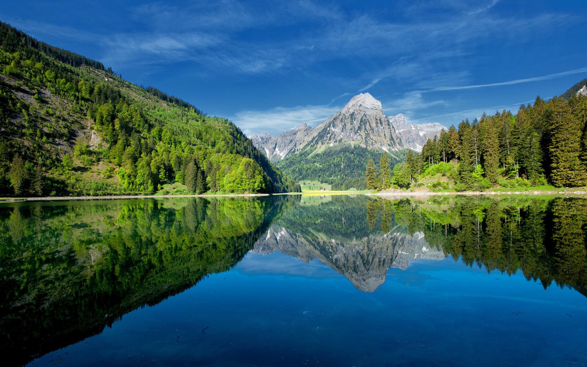 горы озеро деревья небо  № 3234803 загрузить