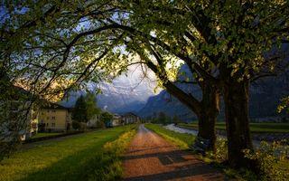 Бесплатные фото поселение,поселок,горы,дома,дорога,деревья,река