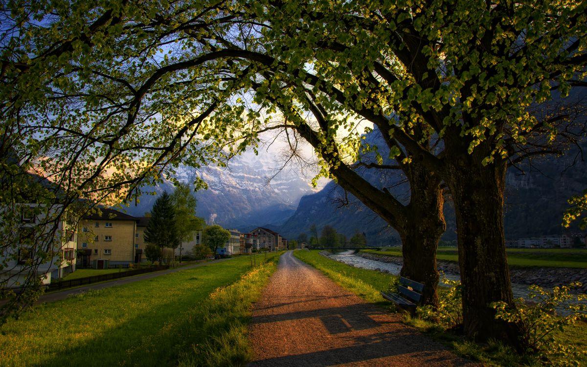 Обои поселение, поселок, горы, дома, дорога, деревья, река, природа, пейзажи на телефон | картинки пейзажи