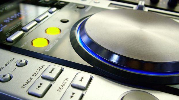 Photo free turntable, remote control, DJ