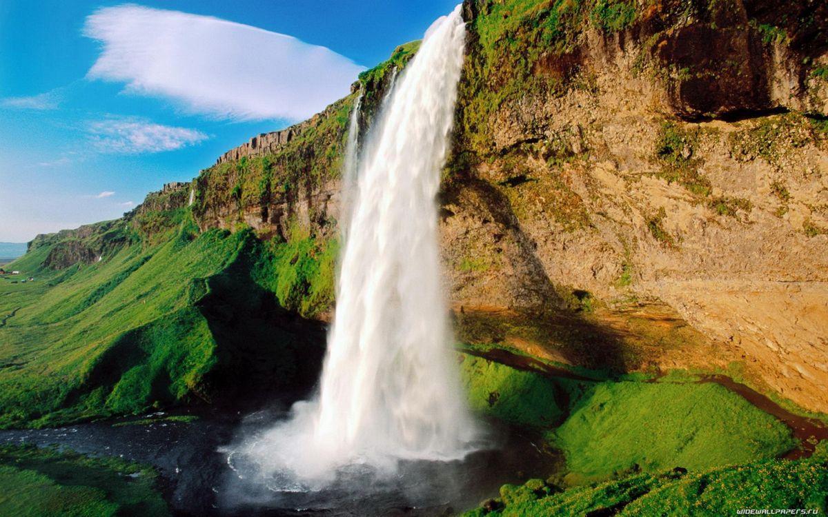 Фото бесплатно водопад, вода, капли, брызги, камни, скала, гора, зелень, деревья, ландшафт, природа, пейзажи, пейзажи