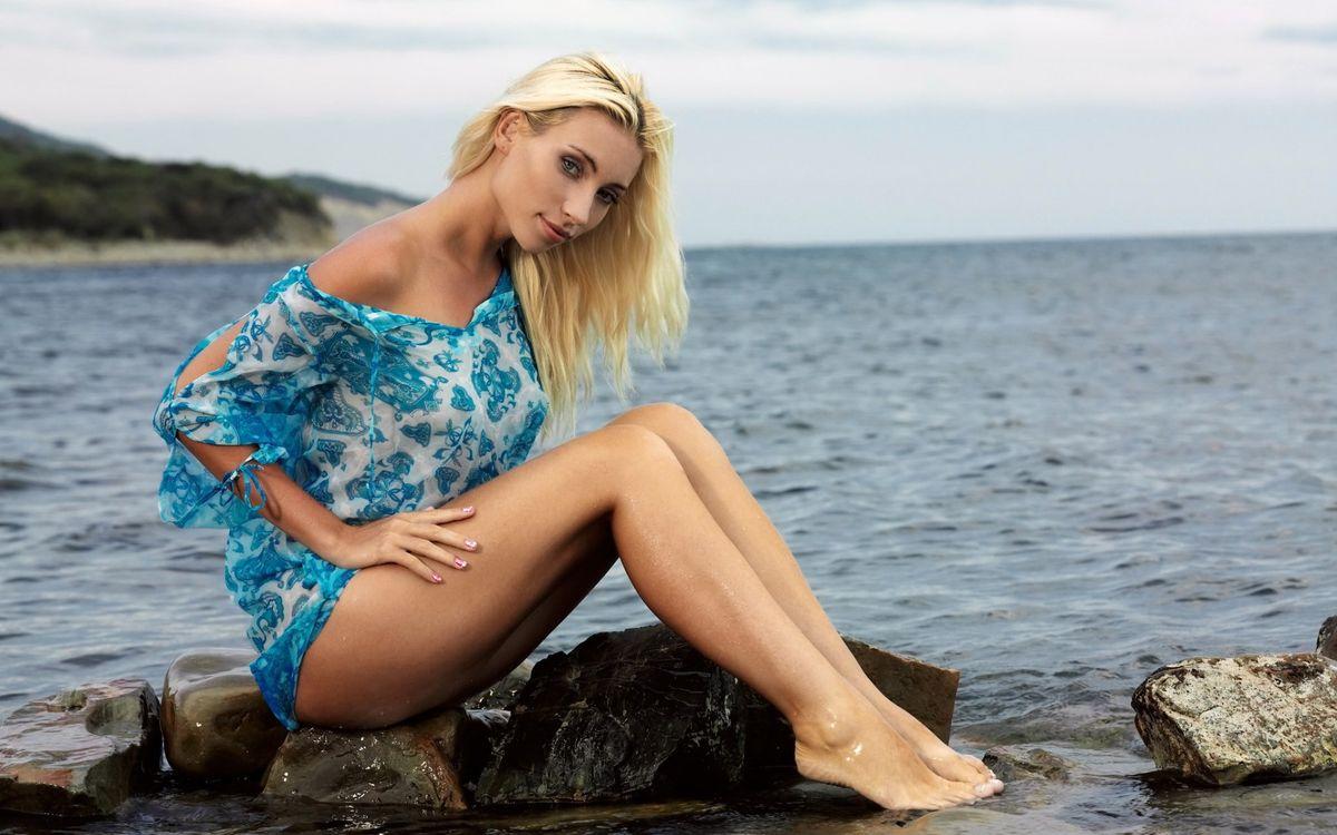 Фото бесплатно блондинка, плечо, ноги - на рабочий стол