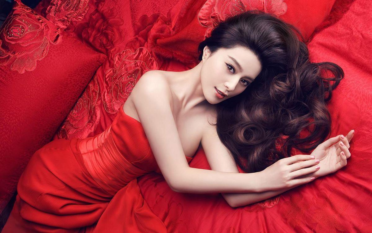 Фото бесплатно красное, платье, взгляд - на рабочий стол