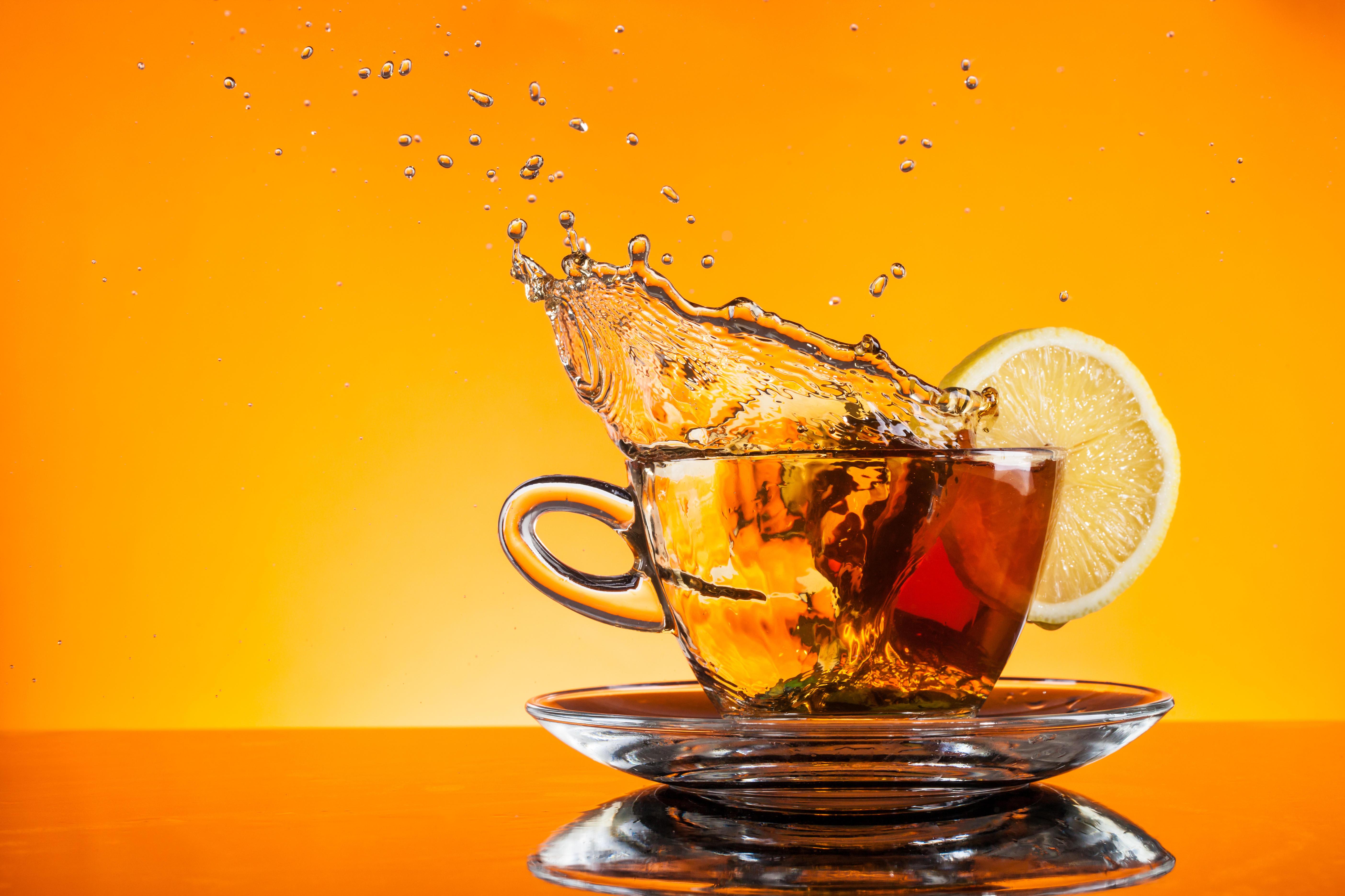 Обои чай, кружка, чайник, лимон