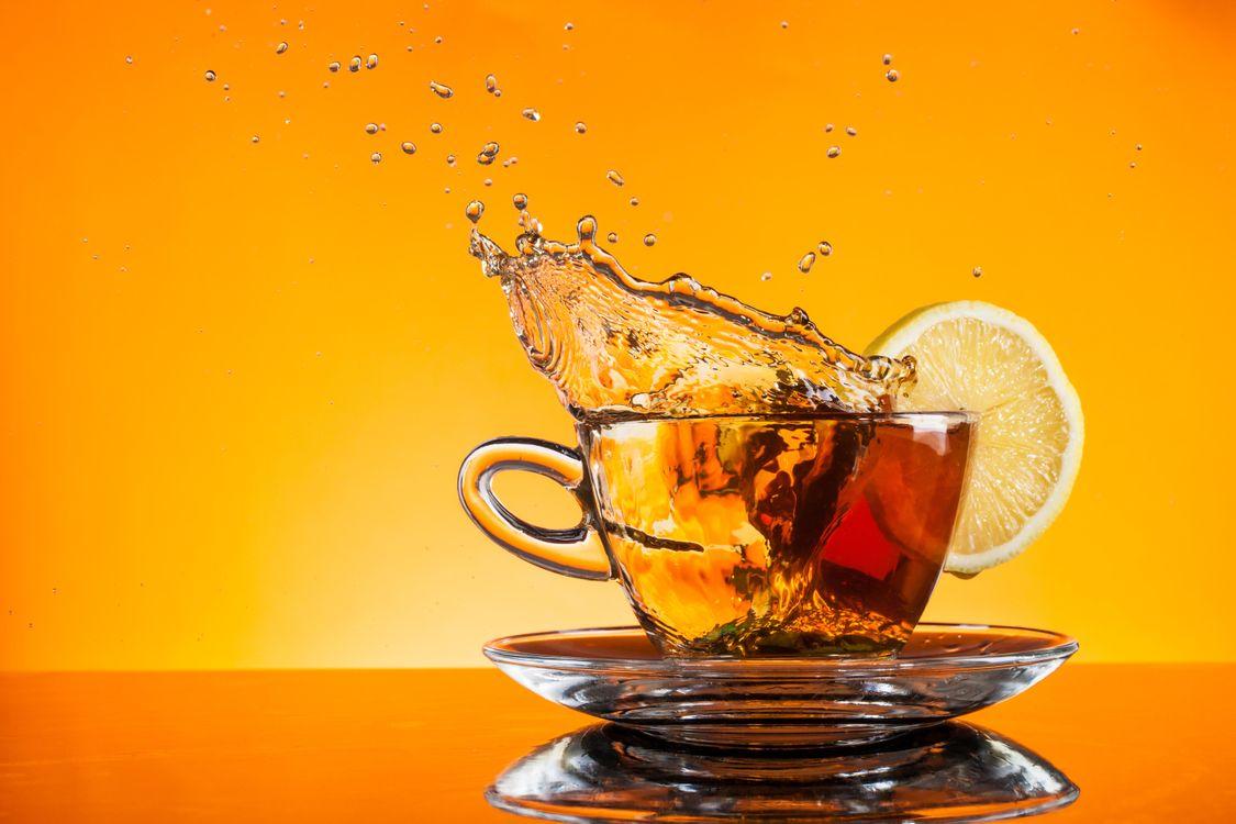 Фото бесплатно чай, кружка, чайник, лимон, брызги, напитки