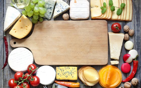 Photo free cutting board, cheeses, walnuts