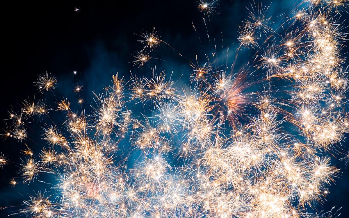 Фото бесплатно фейерверк, салют, огни, взрыв, свет, искры, небо, ночь, настроения, праздники, разное, разное