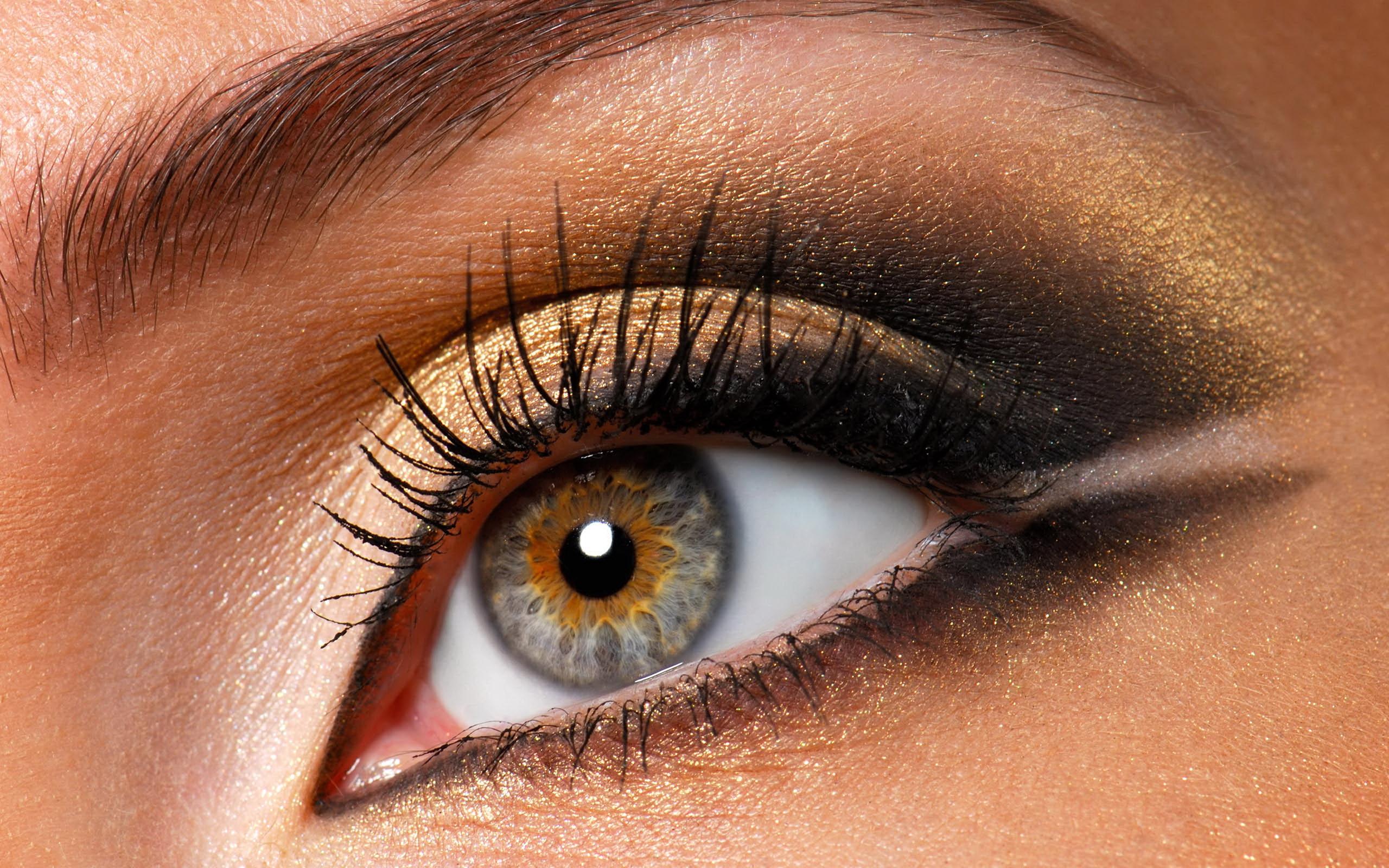 Makeup colors for dark brown eyes