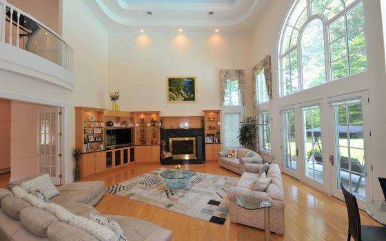 Photo free living room, large, bright